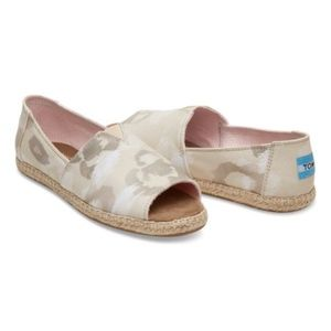 {TOMS} New In Box - Natural Watercolor Floral